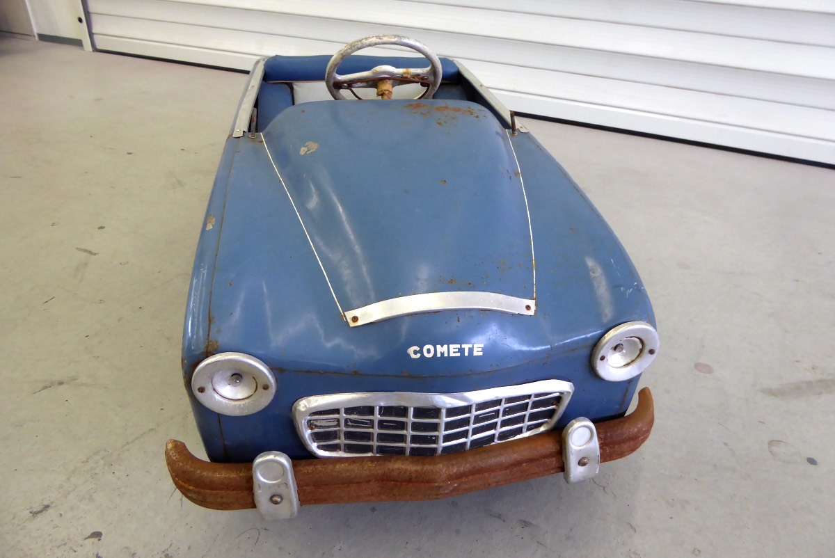 "<span class=""entry-title-primary"">Ford Comete Pedalcar</span> <span class=""entry-subtitle"">Shabby Chic ""Ford Comete"" komplett restauriert</span>"